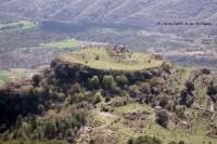 Des de la Serra de la Campaneta el Castell de Sant Vicenç de Toló-Foto Josep Sansalvador-Arxiu Gavín