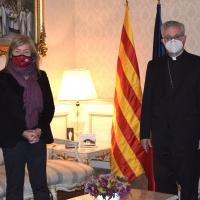 Mons. Vives recibe la visita de la Consejera de Cultura en funciones en el Palacio Episcopal